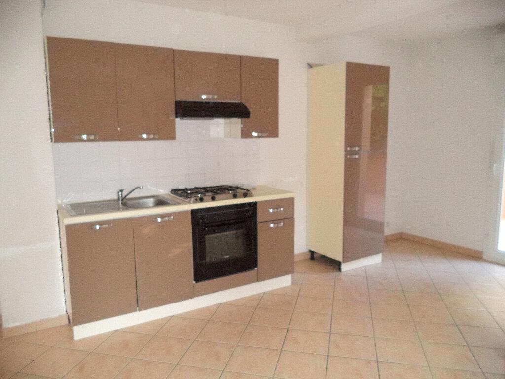 Appartement à louer 3 70.8m2 à Manosque vignette-2