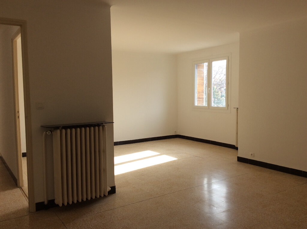 Appartement à louer 4 101.42m2 à Manosque vignette-1