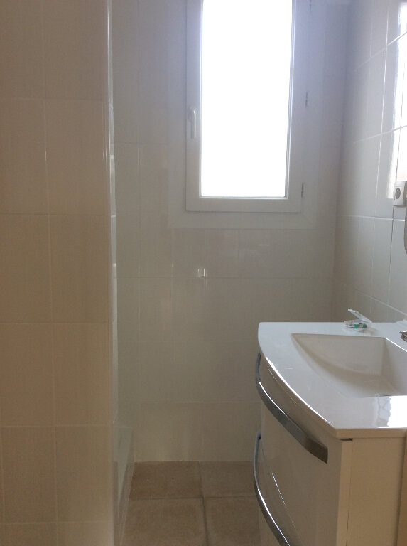 Appartement à louer 4 101.42m2 à Manosque vignette-5