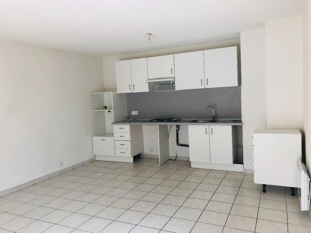 Appartement à louer 3 65.71m2 à Manosque vignette-1