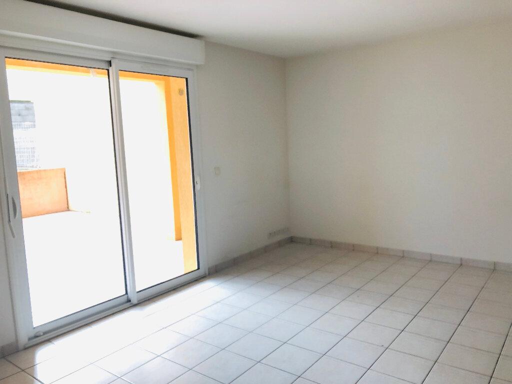 Appartement à louer 3 65.71m2 à Manosque vignette-2