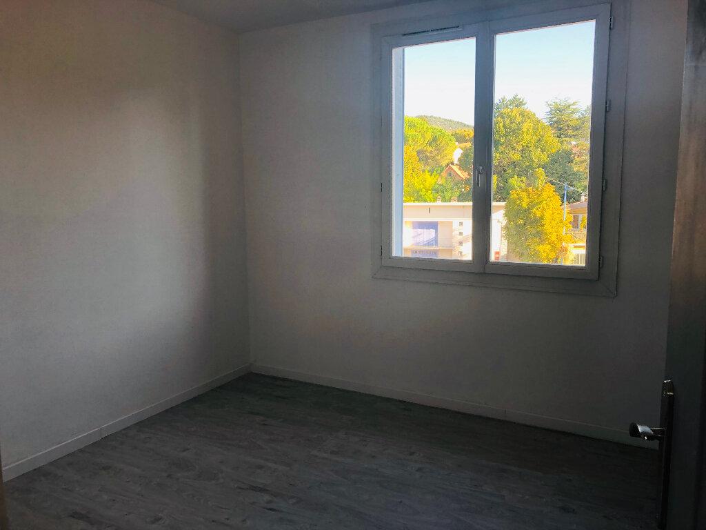Appartement à louer 3 69.54m2 à Manosque vignette-2