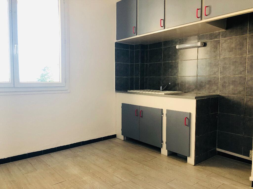 Appartement à louer 3 61.07m2 à Manosque vignette-3