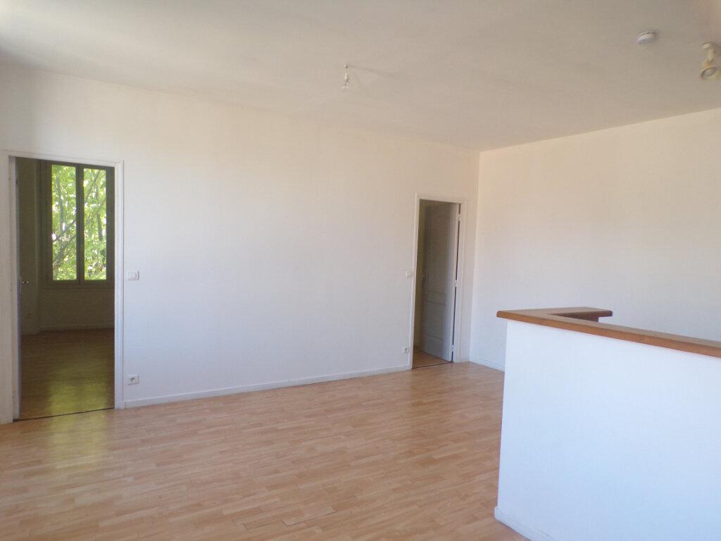 Maison à louer 3 52m2 à La Tour-d'Aigues vignette-1