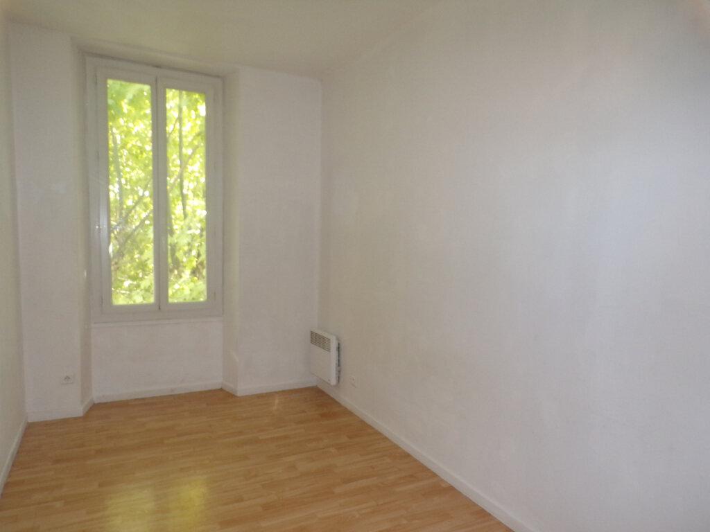Maison à louer 3 52m2 à La Tour-d'Aigues vignette-3