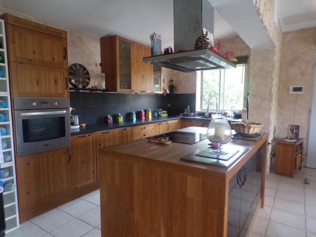 Maison à vendre 5 121m2 à La Tour-d'Aigues vignette-4