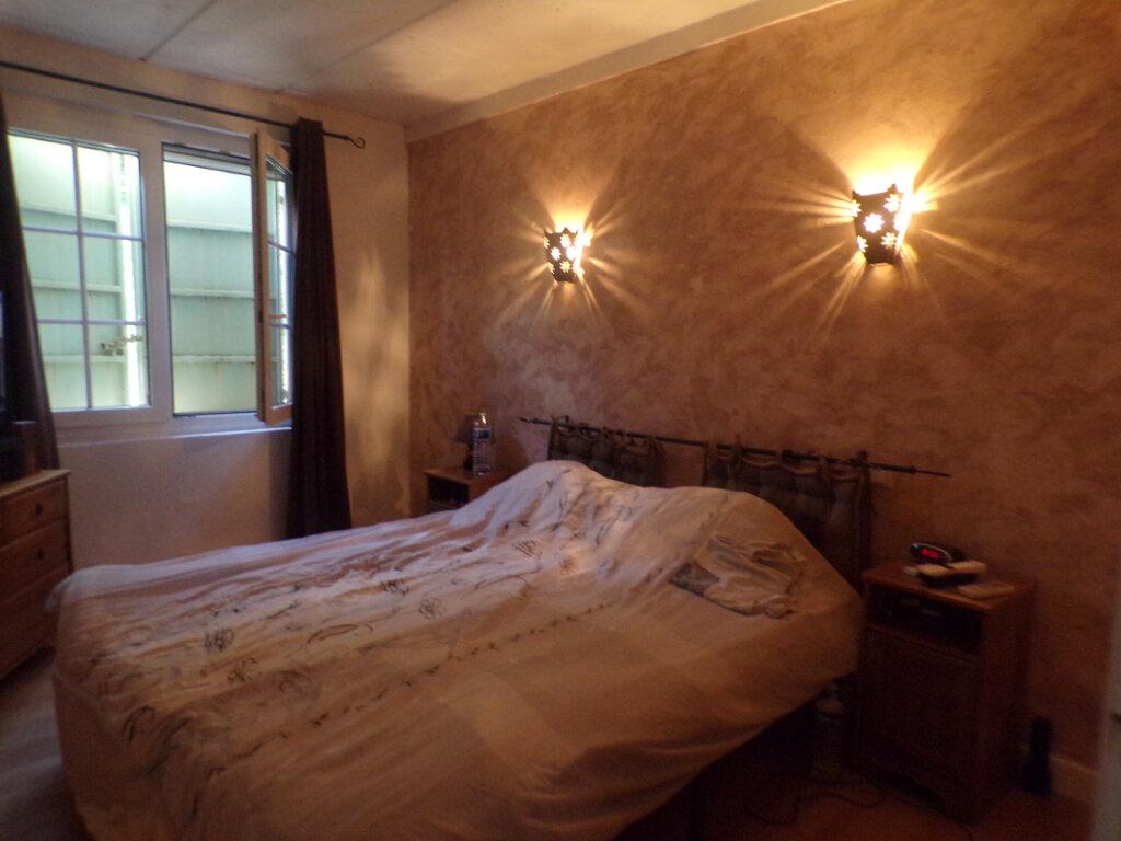 Maison à vendre 5 121m2 à La Tour-d'Aigues vignette-9