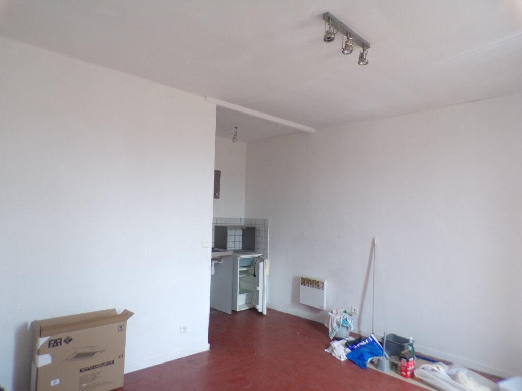 Appartement à louer 1 20.57m2 à La Tour-d'Aigues vignette-1