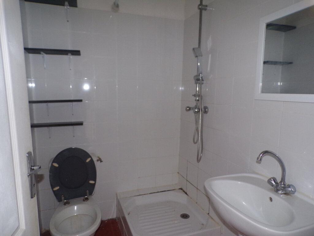 Appartement à louer 1 20.57m2 à La Tour-d'Aigues vignette-4