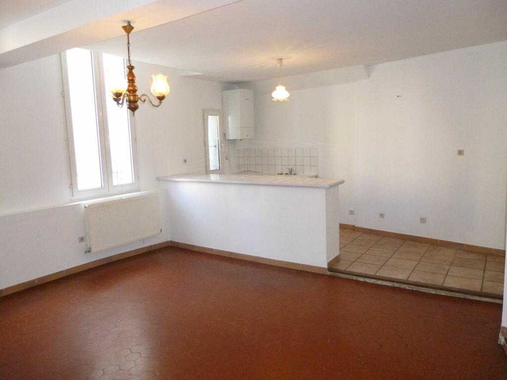 Appartement à louer 3 64m2 à Carpentras vignette-2
