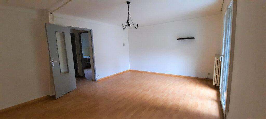 Appartement à louer 1 37m2 à Carpentras vignette-1
