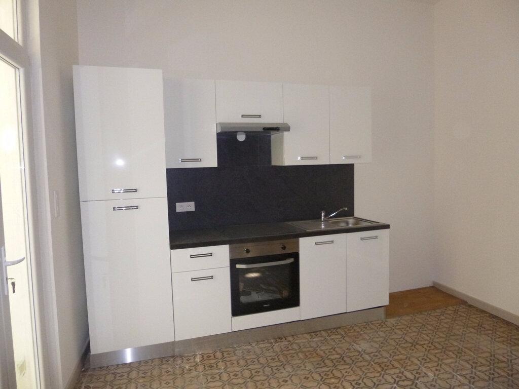 Appartement à louer 3 58m2 à Carpentras vignette-1
