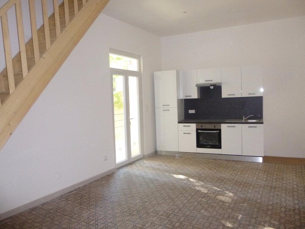 Appartement à louer 3 58m2 à Carpentras vignette-2