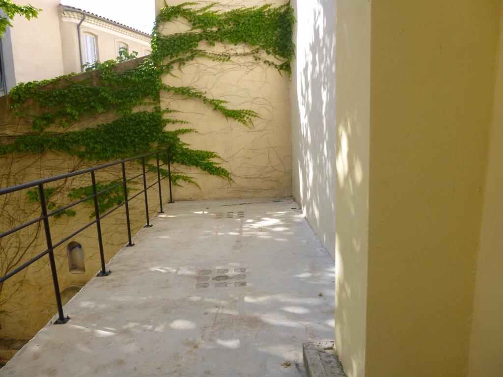 Appartement à louer 3 58m2 à Carpentras vignette-3
