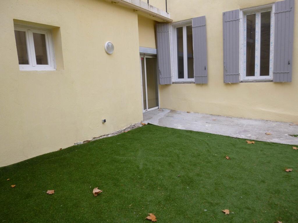 Appartement à louer 3 78m2 à Carpentras vignette-2