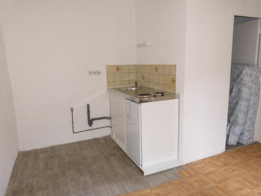 Appartement à louer 1 16m2 à Carpentras vignette-3