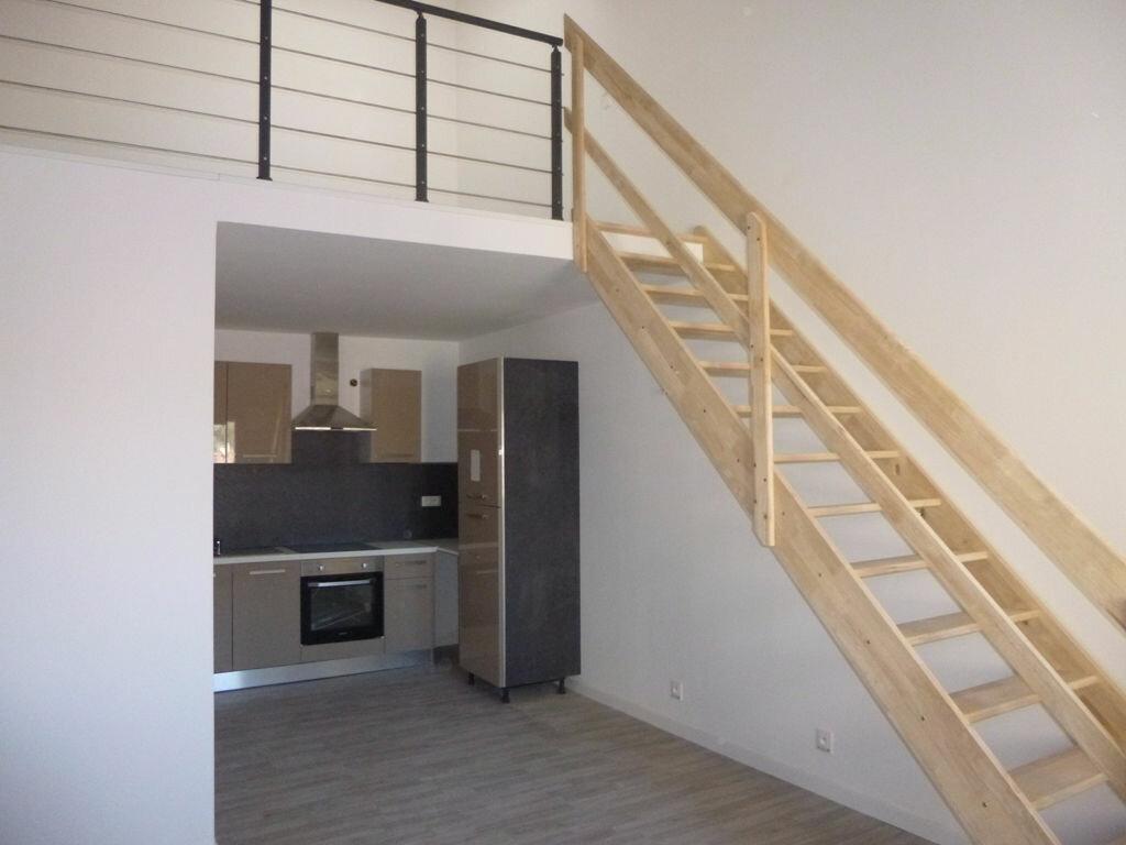 Appartement à louer 2 40m2 à Carpentras vignette-2