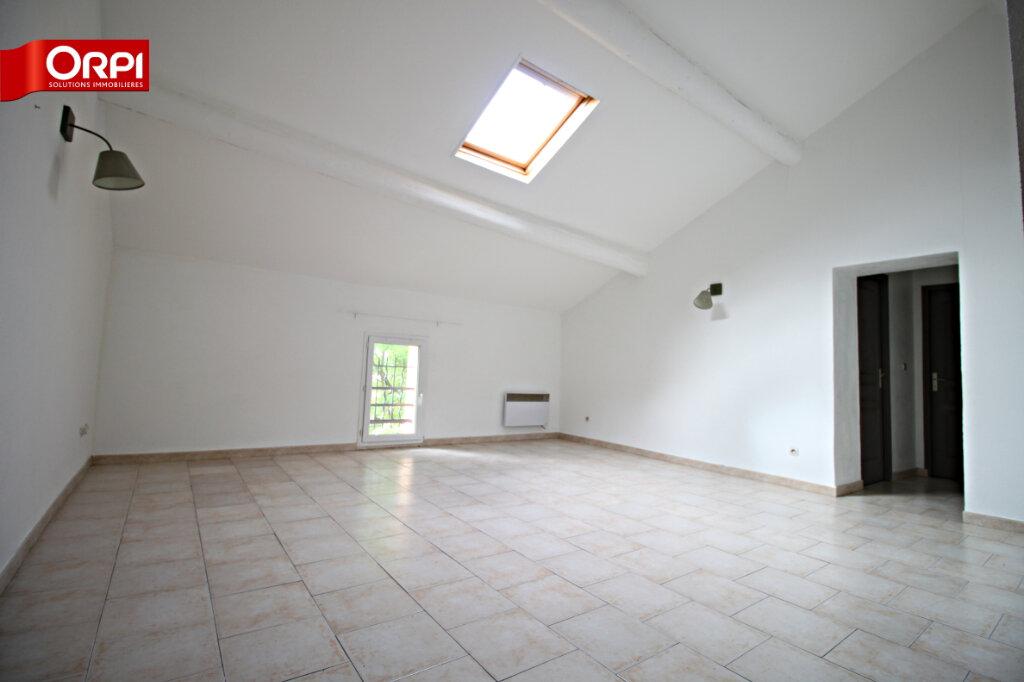 Appartement à louer 3 75m2 à Carpentras vignette-1