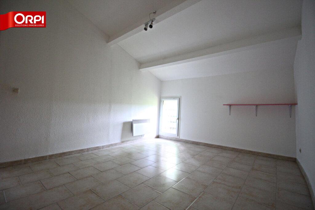 Appartement à louer 3 75m2 à Carpentras vignette-3