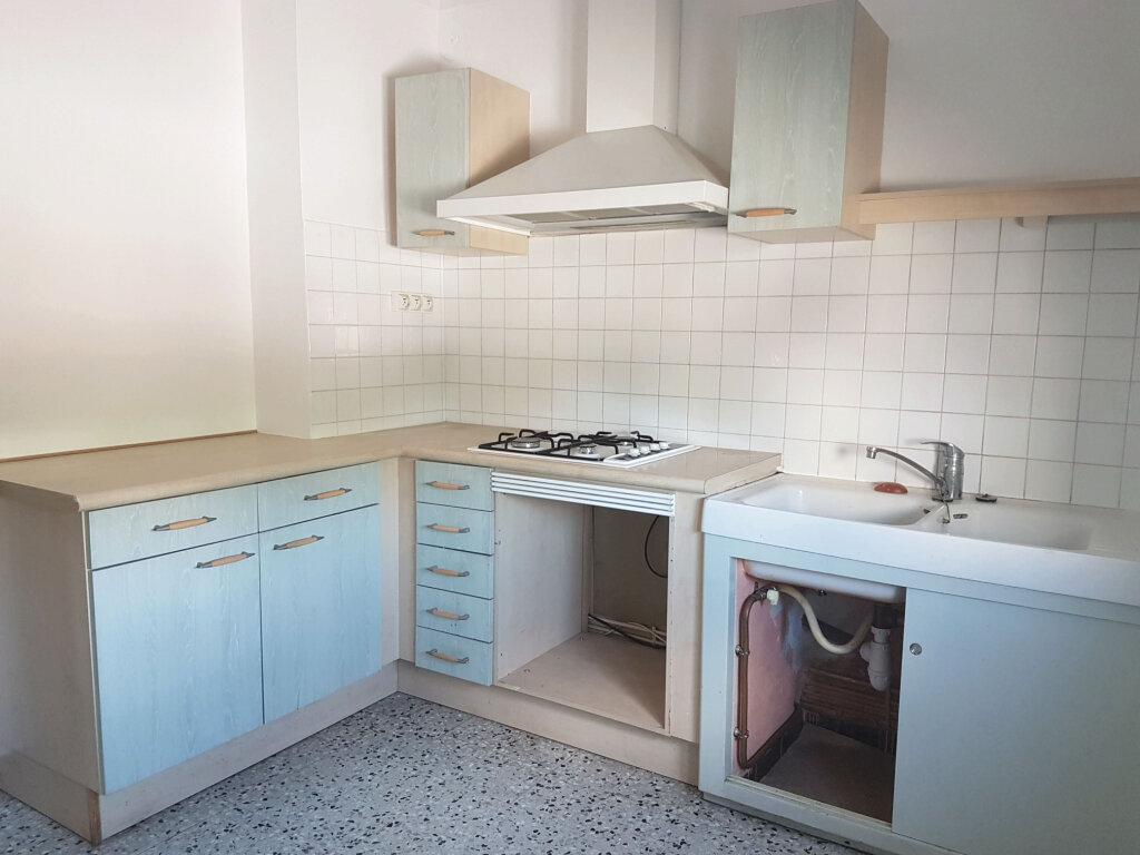 Appartement à louer 3 69m2 à Carpentras vignette-1