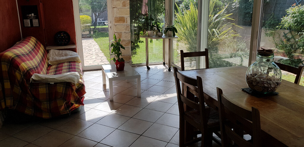 Maison à louer 4 110m2 à Solliès-Pont vignette-2