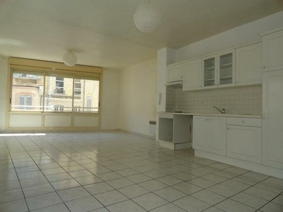 Appartement à louer 3 81m2 à Avignon vignette-2