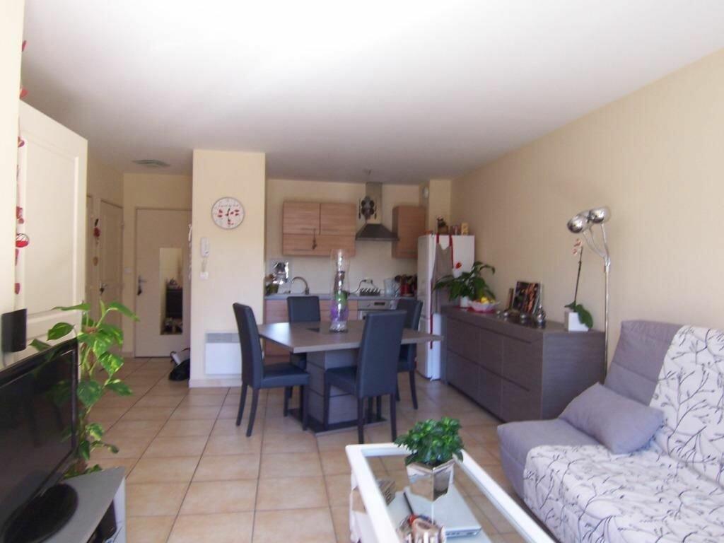 Appartement à louer 2 44m2 à Avignon vignette-1