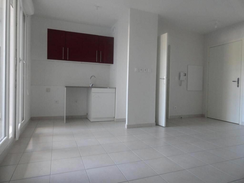 Appartement à louer 2 42m2 à Avignon vignette-1