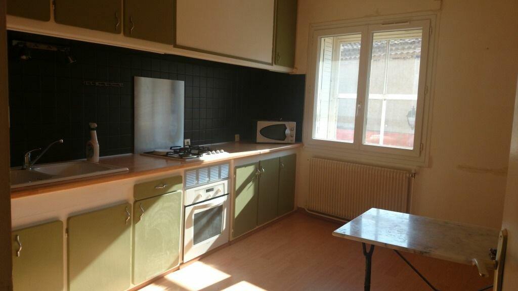 Appartement à louer 4 100.98m2 à Domazan vignette-2