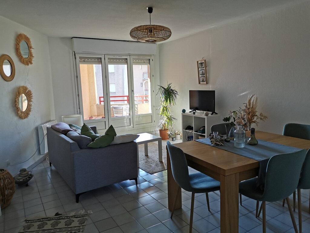 Appartement à louer 3 69.42m2 à Villeneuve-lès-Avignon vignette-1