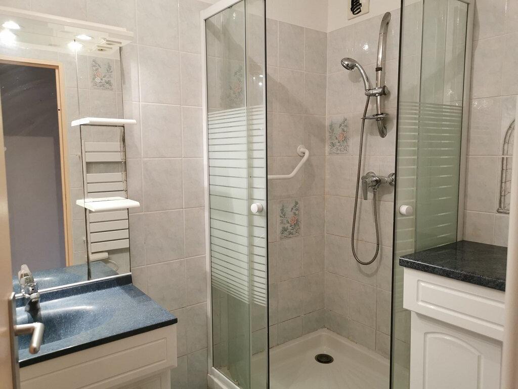 Appartement à louer 3 69.42m2 à Villeneuve-lès-Avignon vignette-8