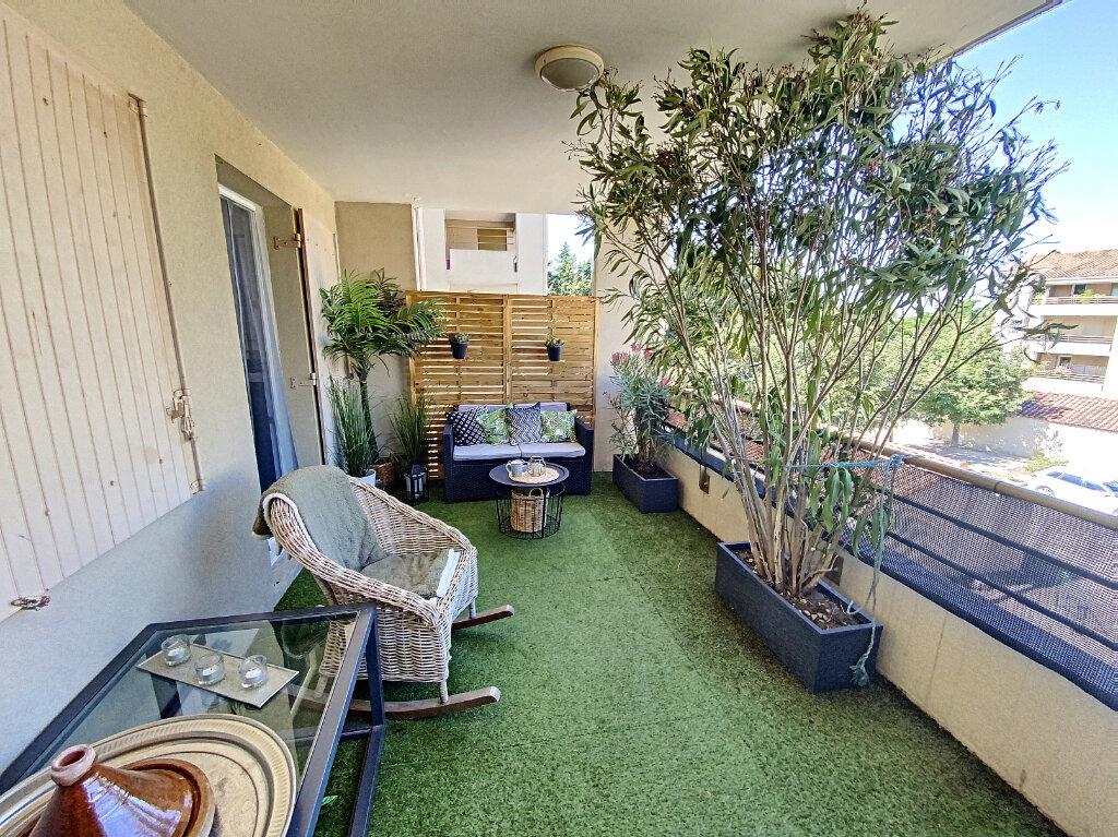 Appartement à vendre 3 66.85m2 à Avignon vignette-2