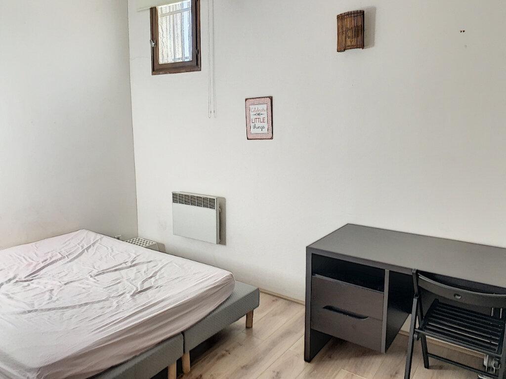 Appartement à vendre 2 65m2 à Avignon vignette-6