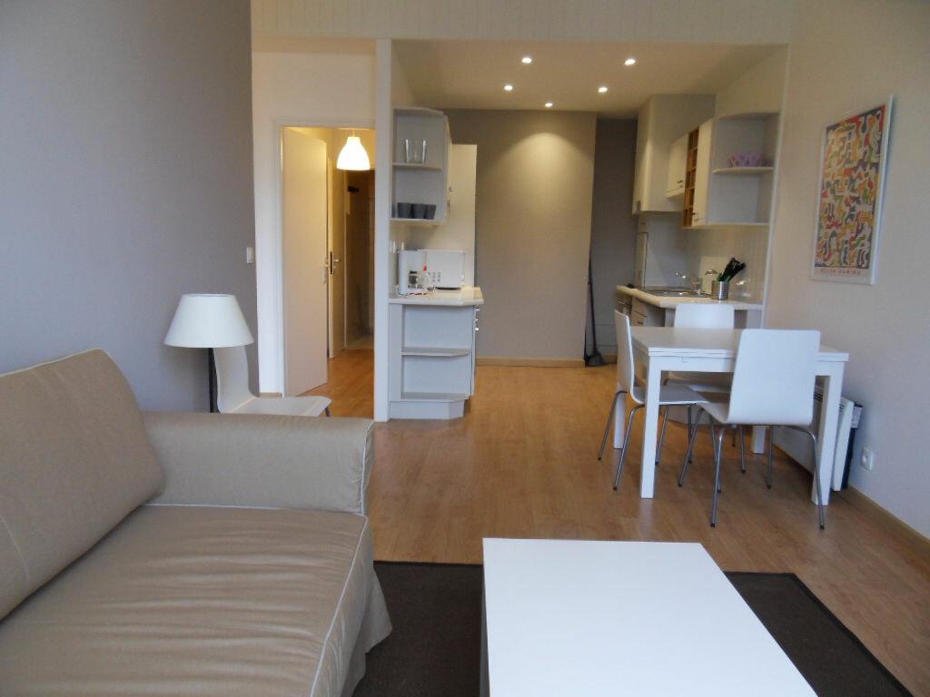 Appartement à louer 2 42.85m2 à La Rochelle vignette-1