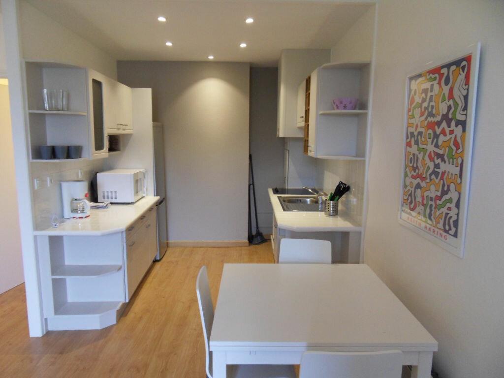 Appartement à louer 2 42.85m2 à La Rochelle vignette-2