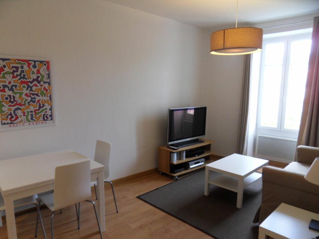 Appartement à louer 2 42.85m2 à La Rochelle vignette-3