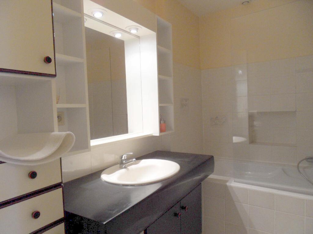 Appartement à louer 2 42.85m2 à La Rochelle vignette-8