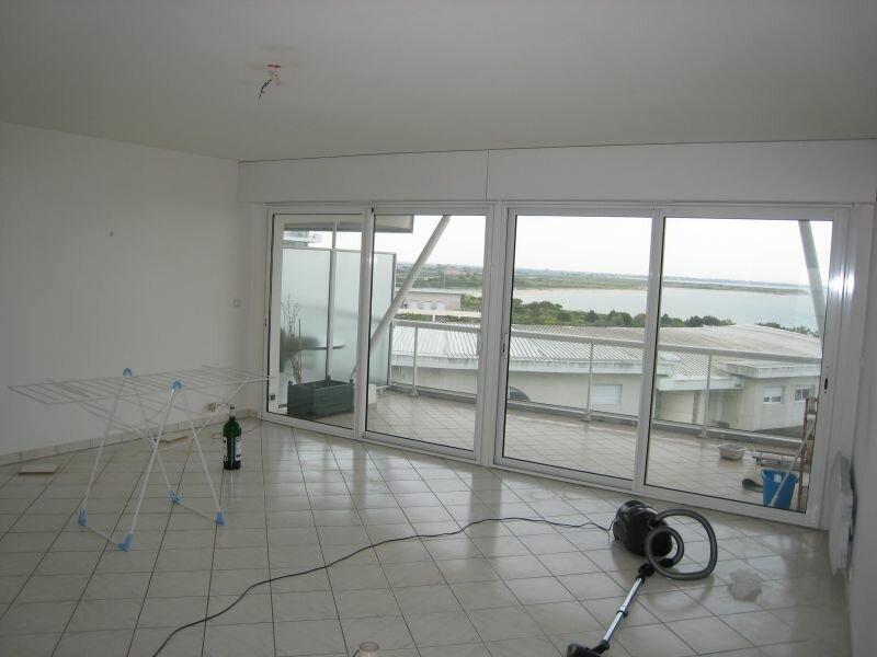 Appartement à louer 3 83.2m2 à La Rochelle vignette-3