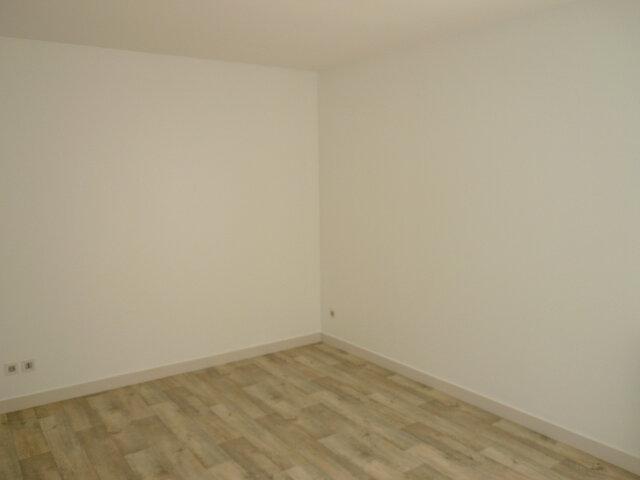 Appartement à louer 3 80.71m2 à La Rochelle vignette-4