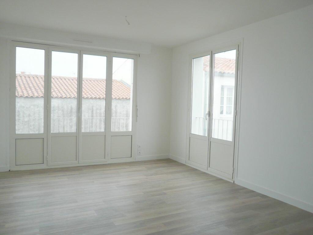 Appartement à louer 4 81.05m2 à Angoulins vignette-1