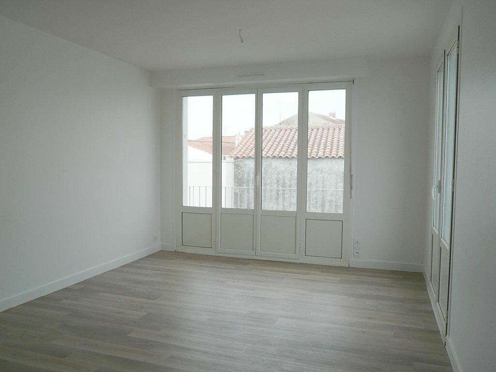 Appartement à louer 4 81.05m2 à Angoulins vignette-2
