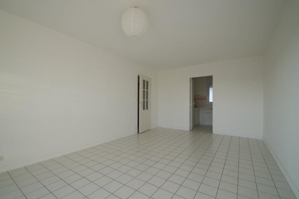 Appartement à louer 2 46.01m2 à La Rochelle vignette-2