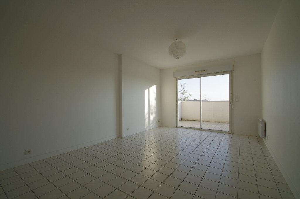 Appartement à louer 2 46.01m2 à La Rochelle vignette-3