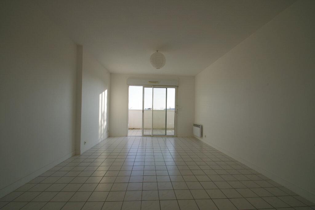Appartement à louer 2 46.01m2 à La Rochelle vignette-4