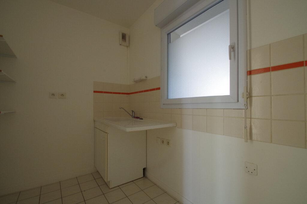 Appartement à louer 2 46.01m2 à La Rochelle vignette-5