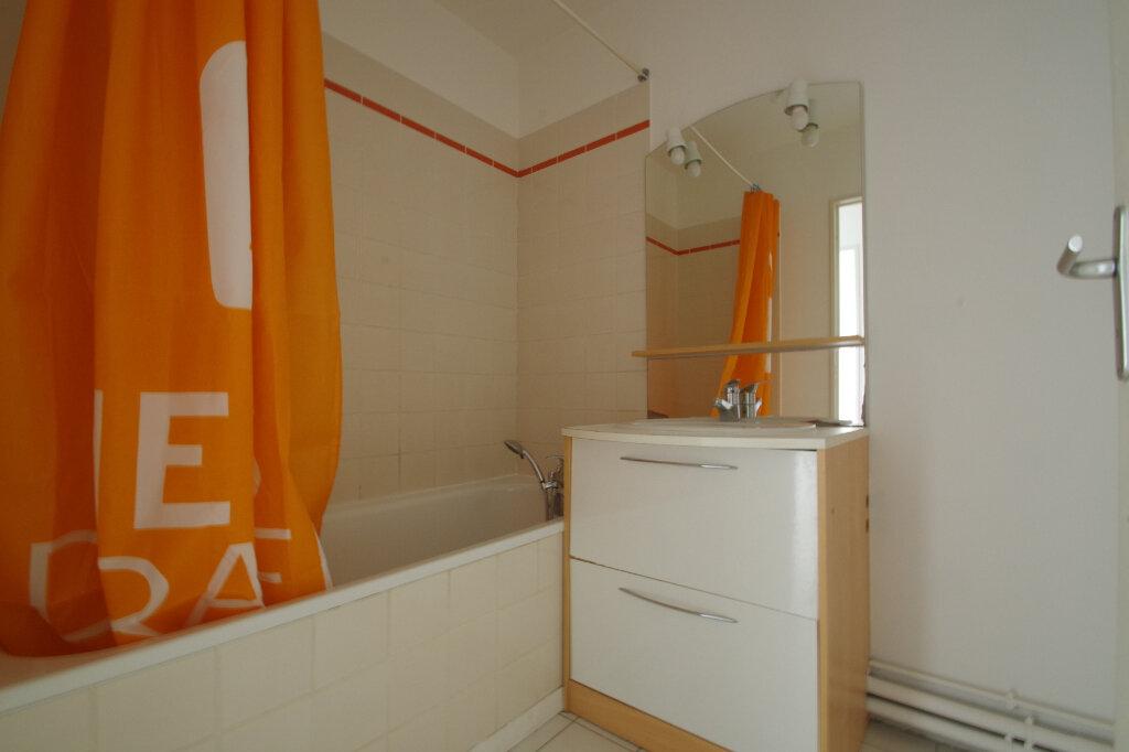 Appartement à louer 2 46.01m2 à La Rochelle vignette-8