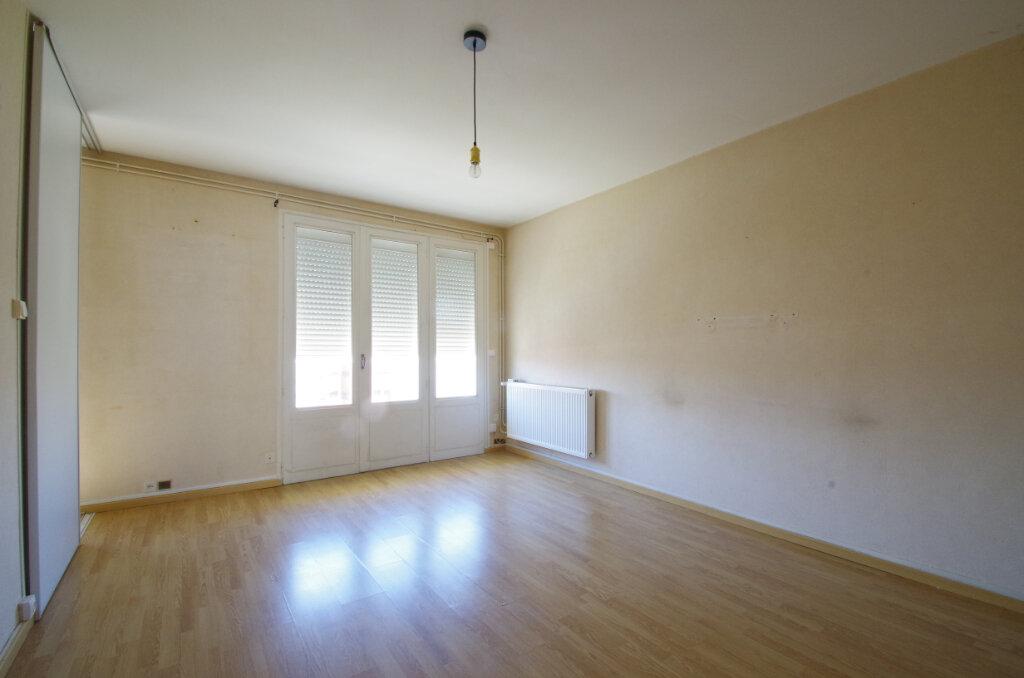 Appartement à louer 3 62.76m2 à La Rochelle vignette-1