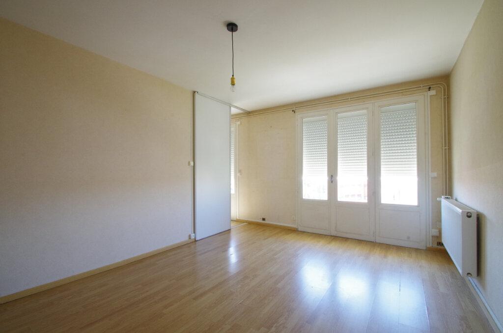 Appartement à louer 3 62.76m2 à La Rochelle vignette-2