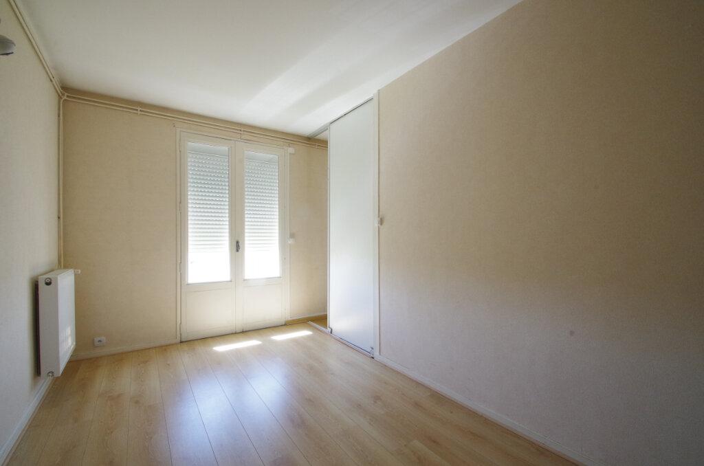 Appartement à louer 3 62.76m2 à La Rochelle vignette-4