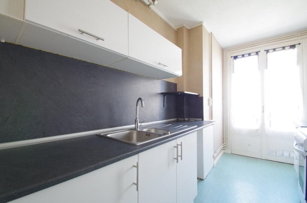 Appartement à louer 3 62.76m2 à La Rochelle vignette-5